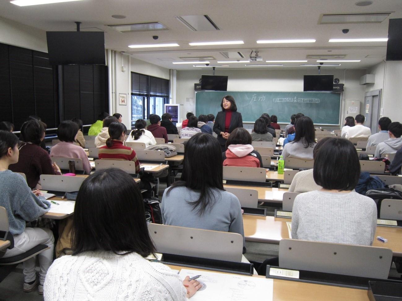 令和3年3月卒業・修了予定者対象の企業・公務員就職対策講座を開催しました。