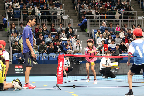 UNIQLOテニスマッチで附属小今井茂樹教諭が錦織選手・フェデラー選手参加のもとテニス型授業を実施